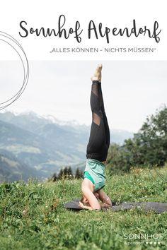 Yoga mit Aussicht. Urlaub wie man mag. Einmal wöchtentlich Yoga-Session auf der Alm mit Frühstück #salzburgerland #salzburg #österreich #visitaustria #vollsonnhof #alpendorf #josalzburg #skiamade #yoga