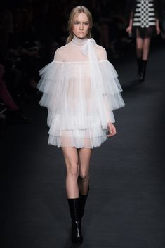 http://www.style.com/slideshows/fashion-shows/fall-2015-ready-to-wear/valentino/collection/43