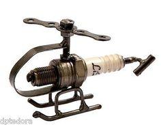 Hand Crafted Reciclado Metal Spark Plug Helicóptero Arte Escultura Estatueta