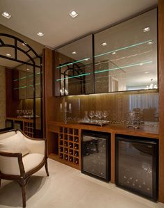 Glass cabinets on top Mini Bar, House Styles, Bar Decor, Wine House, Bars For Home, House Interior, Interior Deco, Home Bar Designs, Bar Design