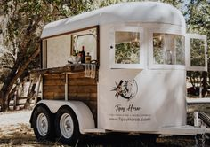 Ideas design food truck coffee shop for 2019 Converted Horse Trailer, Foodtrucks Ideas, Coffee Food Truck, Coffee Trailer, Catering Trailer, Mobile Cafe, Coffee Van, Flower Truck, Flower Cart
