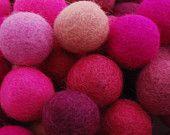 2,5 cm - 100 % Wool Felt boules - Count 100 - ombre de couleur rose assortie
