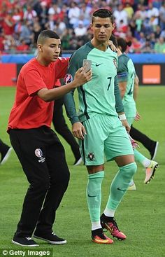 Cristiano Ronaldo sees funny side as ball boys gatecrash Portugal team photo ahead of Euro 2016 semi-final clash with Wales | Daily Mail Online