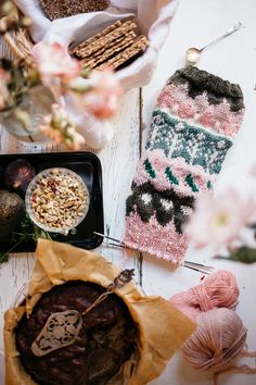 MUITAIHANIASYYSSUKAT ALUSTA LOPPUUN – MUITA IHANIA Knit Crochet, Crochet Earrings, Winter Hats, Knitting, Crocheting, Socks, Breien, Crochet, Tricot