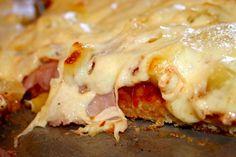 Η πιο εύκολη ζύμη  πίτσας με 4 υλικα! (2 αυγά 1 γιαούρτι 1 κόκκινη φαρίνα γιώτης 1 μπολάκι αραβοσιτέλαιο ή ελαιόλαδο(μετρηστε με το μπολακι απο το γιαουρτι))