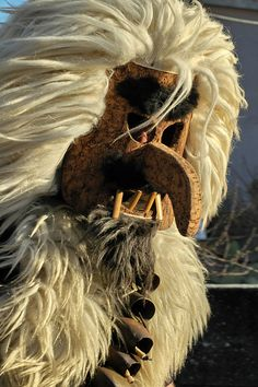 "Carnevale di Laconi :""Su Corongiaiu"" #carnival #sardinia #travel Diy Fashion Looks, Mediterranean Art, Masked Man, Historical Artifacts, Animal Costumes, Green Man, Masquerades, Culture, Traditional"