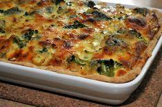 Na obiad proponuję przepis na pyszną zapiekankę. Tarta z warzywami to bardzo zdrowa i smaczna, a przy tym bardzo kolorowa.