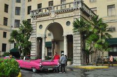 Quatro coisas a fazer em Havana: Tomar um Cocktail no Hotel Nacional, Comer um gelado na Coppelia, Experimentar os Comboios Cubanos e Visitar o Callejon de Hammel
