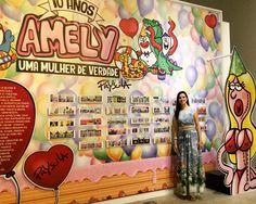 """Muito linda a exposição da Amely, inaugurada com a mostra """"Batom, Lápis e TPM"""" em Piracicaba, que reuniu trabalhos de cartunistas mulheres de todo o mundo.   Para ver o catálogo on line da exposição, acesse:  https://issuu.com/salaodehumor.piracicaba/docs/2016_batom_cata__logo_web"""