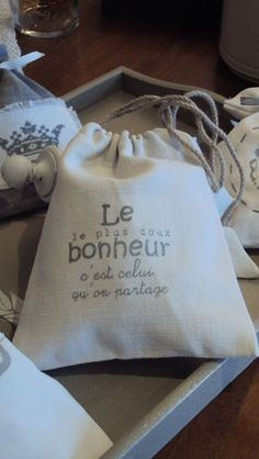Missing Quotes : Que du bonheur ! Tods Bag, Missing Quotes, Eye Chart, Fabric Embellishment, Couture Embroidery, Creation Couture, French Quotes, Silhouette Portrait, Positive Attitude