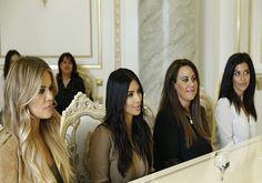 Kim Kardashian w ojczyźnie przodków. Przypomni o ludobójstwie Ormian. http://www.tvn24.pl/piata-rocznica-katastrofy-smolenskiej-obchody-rocznicy-katastrofy,532039,s.html