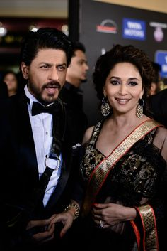 Shahrukh Khan with Madhuri at IIFA Awards 2013   Veethi