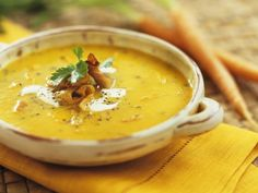 Cremige Karottensuppe ist ein Rezept mit frischen Zutaten aus der Kategorie Gemüsesuppe. Probieren Sie dieses und weitere Rezepte von EAT SMARTER!