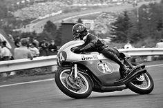 Kel Carruthers à la source Spa Francorchamps. Racing Motorcycles, Vintage Motorcycles, Gp Moto, Spa, The Old Days, Super Bikes, Road Racing, Vintage Racing, Motogp