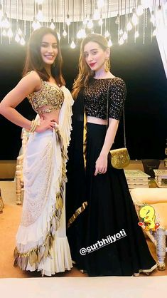 Pin by Jessie Re& on Indian Wear in 2019 Indian Fashion Dresses, Indian Designer Outfits, Pakistani Dresses, Designer Dresses, Designer Sarees, Lehenga Designs, Saree Blouse Designs, Stylish Sarees, Stylish Dresses