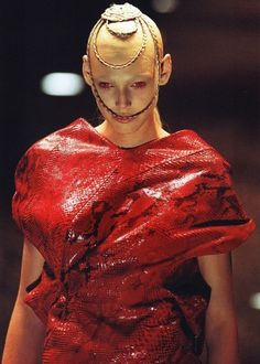 Alexander McQueen's most dark and twisted moments As Halloween approaches, we look back at five times the designer drew on horror Christy Turlington, Cl Fashion, Fashion Show, Elite Fashion, Fashion Music, Dark Fashion, Runway Fashion, Trendy Fashion, Vintage Fashion