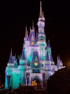 Apple Background, Disney Background, Disney Pictures, Cute Pictures, Orlando, Disney Word, Disney World Christmas, Holiday Images, Disney Aesthetic