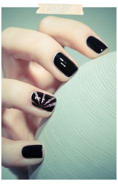 Simple but gorgeous nail art design!