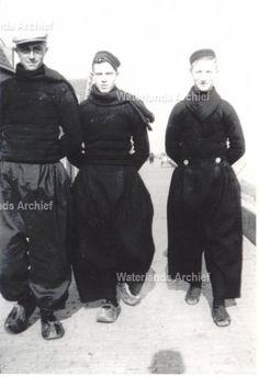 Crelis Veerman van de Witbol 1910-, Taans Koning Toet van Ab Karnemelk 1916-1983, Bruin Bond Duim 1917-1993. ca 1948 #NoordHolland #Volendam