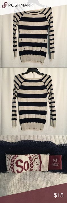 🚨PRICE DROP🚨 SO striped sweater SO navy and white striped sweater. In perfect condition with no tears or stains!!! SO Sweaters Crew & Scoop Necks