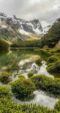 Lake Mackenziu Hut, New Zealand