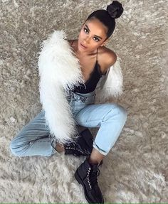 what a perfect outfit that Shay Mitchell wear, I would wear this outfit any day any time, it's casual but stylish Spring Summer Fashion, Autumn Winter Fashion, Fall Winter Outfits, Summer Outfits, Shay Mitchell Style, Trendy Outfits, Cute Outfits, Insta Outfits, Mode Chic