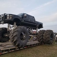 Owner  @dmdoffroad. Look at this thing! #monster #trucksmodified #diesel #ford #truck #duallg