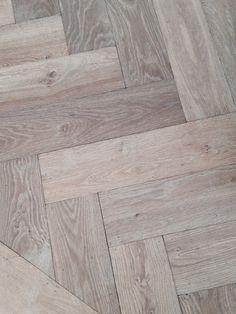 Visgraatvloer, herringbone flooring, inspiratie BVO Vloeren, houten vloeren en parket ABSOLUTELY LOVE THIS FLOOR!