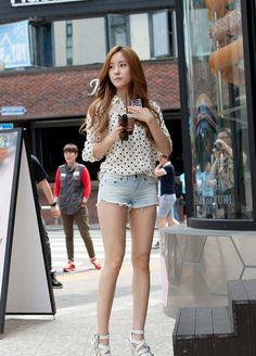 T-ARA ヒョミン 美脚&超ショートパンツで街行く人々の目線釘付け【写真6枚】