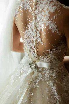 Noiva Importada | Vestido de Noiva Barato | Venda Online - Importado da China ou Europa VN317 - Desejado Internacional - Vestido em Renda, Tule e Bordados - Colo Transaparente