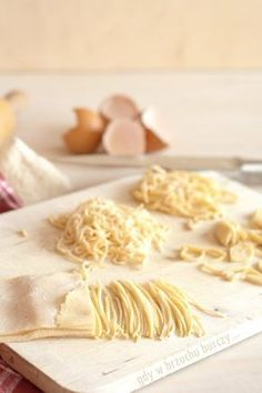 Makaron domowy Lunch Recipes, Cooking Recipes, Organic Homemade, Good Food, Yummy Food, Polish Recipes, Polish Food, Meals In A Jar, Dough Recipe
