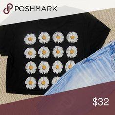 🎉🎉 SALE!! 🎉🎉 Urban Outfitters Crop Top Adorable sunflower black crop top from Urban Outfitters Urban Outfitters Tops Crop Tops