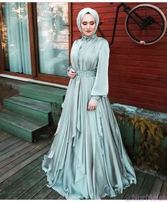 Görüntünün olası içeriği: bir veya daha fazla kişi - Famous Tutorial and Ideas Hijab Outfit, Hijab Dress Party, Dress Outfits, Model Outfits, Muslim Fashion, Hijab Fashion, Fashion Dresses, Fashion Fashion, Vestidos Vintage