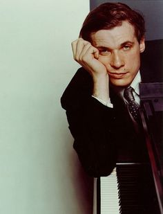 Glenn Gould - Pianist/Composer/Genius/Most eccentric person in history