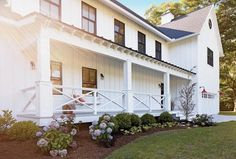 Exterior Paint Colors - You want a fresh new look for exterior of your home? Get inspired for your next exterior painting project with our color gallery. All About Best Home Exterior Paint Color Ideas House With Porch, Front Porch Decorating, Modern Farmhouse Porch, Porch Design, Exterior Design, Modern Farmhouse Exterior, Farmhouse Style House, Exterior, Farmhouse Landscaping