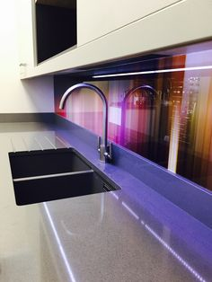 Multi-coloured printed glass kitchen splashback from Richard Osbourne's 'Kinetic Abstracts' Collection. Cottage Kitchen Cabinets, Small Cottage Kitchen, Pops Kitchen, Glass Kitchen, Diy Kitchen Decor, Kitchen Design, Kitchen Ideas, Kitchen Backsplash, Backsplash Ideas