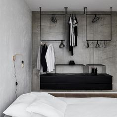 39 Modern Apartment Design Ideas With Industrial Style To Try Asap - Sleek, modern and minimalist. Whilst the industrial look is best suited to converted industrial buildings such as warehouses and loft style apartments. Industrial Style Bedroom, Loft Style Bedroom, Modern Apartment Design, Built In Wardrobe, Home Furnishings, Bedroom Decor, Hotel Bedroom Design, Decor Room, Wall Decor