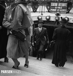 Maurice Chevalier (1888-1972), acteur et chanteur français, sortant du métro. Paris, 1940. Metro Paris, Old Paris, Maurice, France, Photos Du, Ww2, Celebs, Culture, Times