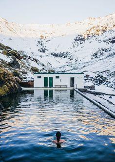 Road trip en Islande en hiver - Source Chaude dans les montagnes Seljavallalaug