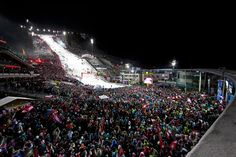 """1 Jahr nach der Alpinen Ski-WM ist es wieder soweit """"The Nightrace"""" ist zurück. Der Weltcup Nachtslalom der Herren, am 28. Jänner 2014 auf der Planai in Schladming."""