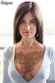 Tattooed webcam girl raven flashing boobs