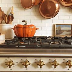 80 Elegant Ways to Decorate for Fall - The Glam Pad Autumn Garden, Autumn Home, Halloween Dishes, Halloween Mantel, Chic Halloween, Vintage Halloween, Door Design Interior, Autumn Decorating, Decorating Tips