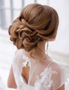 This beautiful updo bridal hairstyle perfect for any wedding venue - Beautiful wedding hairstyle Get inspired by fabulous wedding hairstyles cute bridal hair styles Best Wedding Hairstyles, Formal Hairstyles, Bride Hairstyles, Vintage Hairstyles, Latest Hairstyles, Bridal Hair Updo, Wedding Hair And Makeup, Wedding Updo, Chignon Hair