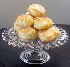 Leanne bakes: Glazed and Cinnamon Sugar-Coated Donuts (like a homemade Krispy Kreme) Yummy Recipes, Donut Recipes, Dessert Recipes, Cooking Recipes, Quick Recipes, Healthy Recipes, Krispy Kreme, Just Desserts, Delicious Desserts