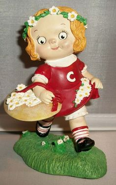 Campbell's Soup Kids Figurine GIRL PICKING DAISIES                       A11…