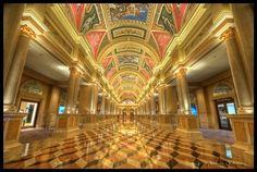 Phần lớn mọi người đều nghĩ rằng Las Vegas là thiên đường sòng bài của thế giới. Tuy nhiên, danh hiệu đó có lẽ nên được nhường lại cho Macau. Theo thống kê của tạp chí The New Yorker, doanh thu hàng năm của Macau hiện cao gấp 5 lần Las Vegas. Các casino ở đây cũng được xây dựng hoành tráng và xa xỉ không kém Vegas, thậm chí còn có phần nhỉnh hơn cả về số lượng.