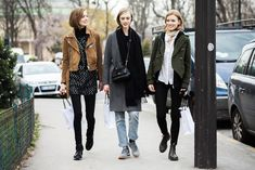 Models Emmy Rappe, Hedvig Palm and Julia Hafstrom after the Giambattista Valli Fall/Winter fashion show in Paris, France Street Style 2016, Model Street Style, Street Style Looks, Cold Weather Fashion, Winter Fashion, Paris Fashion, Street Outfit, Street Clothes, Models Off Duty