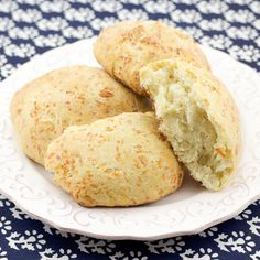 Who doesn't love some freshly made cheese bread? This recipe is easy to make, and produces lovely cheese rolls the whole family will love. Made with Greek cheese.