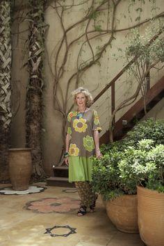 Gudrun Sjödéns Sommerkollektion 2015 - Grüne Blätter und Farbstarke Blüten. Shirt Flox und Hose Melissa aus Lyocell/Elasthan.