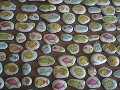 Decoupage technique applied on stones handmade by Asimopetra collected from Samos beaches Beach Rocks, Diy Projects To Try, Party Favors, Decoupage, Crafts For Kids, Stones, Samos, Diy Decoration, Beaches